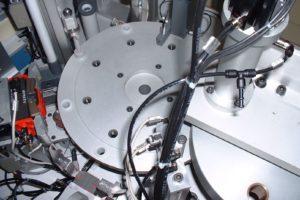 Particolare macchina dosaggio siringhe-2